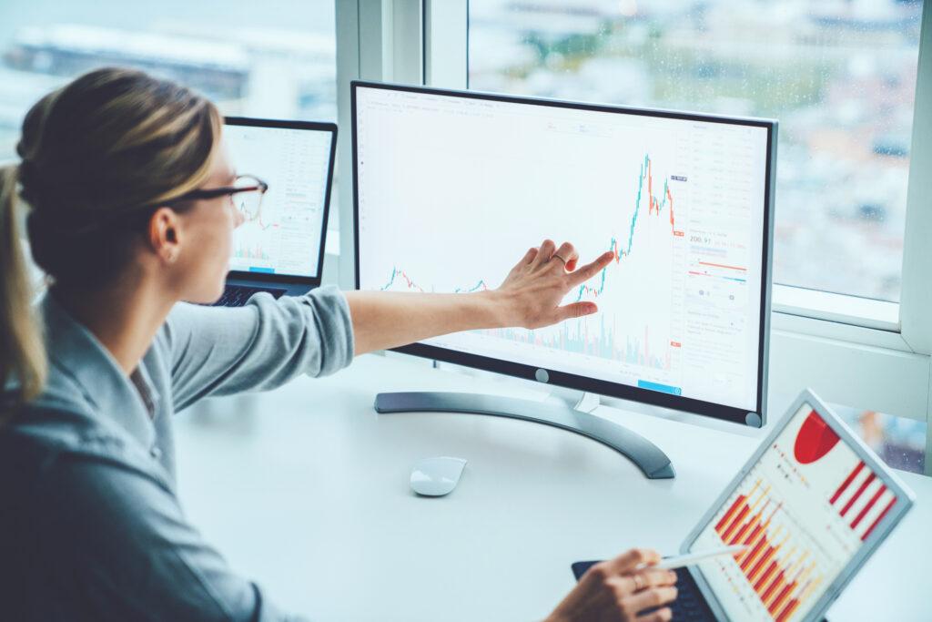 Businesswoman analyzes real-time data.